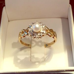 Whitehall Jewelers 10 K Gold & Pearl Ring Size 7.